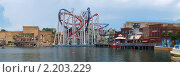 Купить «Панорама парка развлечений Universal Studios Singapore, американские горки», фото № 2203229, снято 25 апреля 2010 г. (c) SevenOne / Фотобанк Лори
