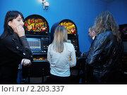 Купить «Внезапная проверка лотерейного клуба», эксклюзивное фото № 2203337, снято 7 декабря 2010 г. (c) Анна Мартынова / Фотобанк Лори