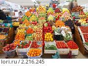 Купить «Москва, Черёмушкинский рынок», эксклюзивное фото № 2216245, снято 11 декабря 2010 г. (c) Дмитрий Неумоин / Фотобанк Лори