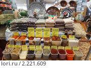Купить «Москва, Черёмушкинский рынок», эксклюзивное фото № 2221609, снято 11 декабря 2010 г. (c) Дмитрий Неумоин / Фотобанк Лори