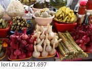Купить «Москва, Черёмушкинский рынок», эксклюзивное фото № 2221697, снято 11 декабря 2010 г. (c) Дмитрий Неумоин / Фотобанк Лори