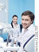Купить «Стоматолог и пациент», фото № 2232737, снято 5 декабря 2010 г. (c) Raev Denis / Фотобанк Лори