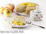 Блинный слоеный пирог с яблоком припущенным и творогом. Стоковое фото, фотограф Лисовская Наталья / Фотобанк Лори