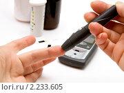 Купить «Измерения сахара в крови в домашних условиях», фото № 2233605, снято 17 декабря 2010 г. (c) Макарова Елена / Фотобанк Лори