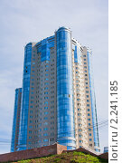 Самара, современное здание из голубого стекла, высотка (2009 год). Стоковое фото, фотограф ElenArt / Фотобанк Лори