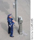 Купить «Милиционер ДПС на посту», эксклюзивное фото № 2245045, снято 30 мая 2010 г. (c) lana1501 / Фотобанк Лори