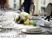 Цветочная композиция на праздничном столе. Стоковое фото, фотограф Роман Богдановский / Фотобанк Лори