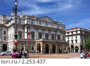 Купить «Театр Ла Скала (Teatro La Scala) в Милане», эксклюзивное фото № 2253437, снято 16 мая 2010 г. (c) Сергей Якуничев / Фотобанк Лори