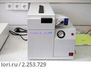 Купить «Газовый хроматограф в химической лаборатории», эксклюзивное фото № 2253729, снято 16 сентября 2010 г. (c) Татьяна Юни / Фотобанк Лори