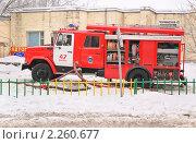 Купить «Пожарная автоцистерна ЗиЛ-433362 на вызове», эксклюзивное фото № 2260677, снято 28 декабря 2010 г. (c) Алёшина Оксана / Фотобанк Лори