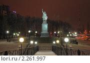 Купить «Памятник князю Владимиру в Белгороде. Ночной вид», фото № 2261997, снято 6 января 2011 г. (c) Denis Kh. / Фотобанк Лори
