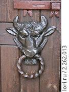 Купить «Голова быка. Декоративная кованая ручка на воротах.», фото № 2262013, снято 6 июня 2009 г. (c) Марина Шатерова / Фотобанк Лори