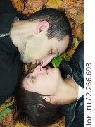 Купить «Молодая пара», фото № 2266693, снято 2 октября 2010 г. (c) Василий Вишневский / Фотобанк Лори