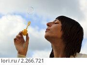 Купить «Девушка, брюнетка», фото № 2266721, снято 2 октября 2010 г. (c) Василий Вишневский / Фотобанк Лори