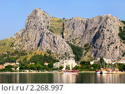 Купить «Панорамный вид со стороны моря на хорватский город и Далматинскую ривьеру, Хорватия», фото № 2268997, снято 16 июля 2010 г. (c) Николай Винокуров / Фотобанк Лори