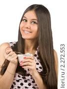 Девушка ест йогурт. Стоковое фото, фотограф Антон Романов / Фотобанк Лори