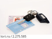 Документы на автомобиль с ключом (2010 год). Редакционное фото, фотограф Алексей Кречетов / Фотобанк Лори