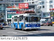 Купить «Троллейбус в Москве», эксклюзивное фото № 2276873, снято 19 июня 2010 г. (c) lana1501 / Фотобанк Лори