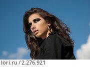 Портрет девушки на фоне неба. Стоковое фото, фотограф Лена Лазарева / Фотобанк Лори