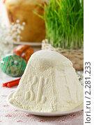 Натюрморт с творожной пасхой и свежей травой. Стоковое фото, фотограф Лидия Рыженко / Фотобанк Лори