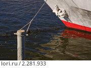 Купить «Ватерлиния и якорь корабля. Фрагмент», эксклюзивное фото № 2281933, снято 7 октября 2010 г. (c) Алёшина Оксана / Фотобанк Лори