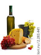 Натюрморт с сыром и виноградом. Стоковое фото, фотограф Вадим Францев / Фотобанк Лори