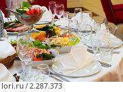Купить «Вкусная еда на праздничном столе», фото № 2287373, снято 29 декабря 2010 г. (c) Кекяляйнен Андрей / Фотобанк Лори