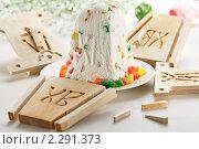 Купить «Пасха с цветными цукатами рядом с деревянной формой для пасхи», эксклюзивное фото № 2291373, снято 13 января 2011 г. (c) Лидия Рыженко / Фотобанк Лори
