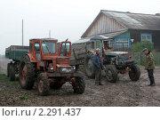 Купить «Трактористы», эксклюзивное фото № 2291437, снято 9 сентября 2008 г. (c) Татьяна Белова / Фотобанк Лори
