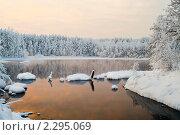 Купить «Тишина на озеро зимой», фото № 2295069, снято 3 января 2011 г. (c) Кекяляйнен Андрей / Фотобанк Лори