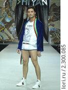 Купить «Дима Билан на показе моды модельера Ильи Шияна», фото № 2300085, снято 26 марта 2010 г. (c) Малышев Андрей / Фотобанк Лори