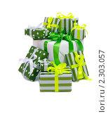 Купить «Гора подарков», фото № 2303057, снято 16 января 2011 г. (c) Литова Наталья / Фотобанк Лори