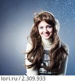 Купить «Портрет красивой брюнетки в наушниках», фото № 2309933, снято 26 августа 2019 г. (c) Юлия Колтырина / Фотобанк Лори