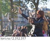 Купить «На улице в Париже», фото № 2312317, снято 21 октября 2010 г. (c) Николай Коржов / Фотобанк Лори