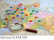 Купить «Карта европейской части России с воткнутыми флажками и лупой», фото № 2314101, снято 15 декабря 2009 г. (c) Максим Стриганов / Фотобанк Лори