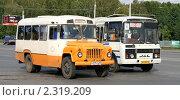 Купить «Уфа, автобус», фото № 2319209, снято 2 сентября 2009 г. (c) Art Konovalov / Фотобанк Лори