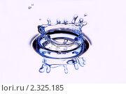 Купить «Всплеск воды», фото № 2325185, снято 6 февраля 2011 г. (c) Ласточкин Евгений / Фотобанк Лори