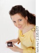 Беременная женщина держит в руках снимок УЗИ. Стоковое фото, фотограф Инна Додица / Фотобанк Лори