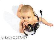 Купить «Ребенок с наушниками», фото № 2337477, снято 16 января 2011 г. (c) Иванюшин Виталий / Фотобанк Лори