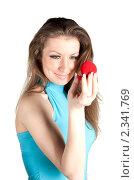 Девушка держит коробочку с кольцом. Стоковое фото, фотограф Черников Роман / Фотобанк Лори