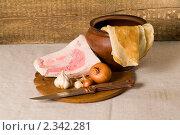 Посуда и продукты на деревянном фоне. Стоковое фото, фотограф Владимир Фаевцов / Фотобанк Лори