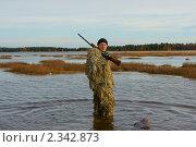 Купить «Идущий охотник», фото № 2342873, снято 9 октября 2010 г. (c) макаров виктор / Фотобанк Лори