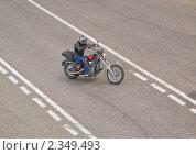 Купить «Мотоциклист на повороте», эксклюзивное фото № 2349493, снято 15 мая 2010 г. (c) Алёшина Оксана / Фотобанк Лори