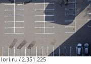 Купить «Пустая парковка с двумя автомобилями. Вид сверху», фото № 2351225, снято 9 октября 2010 г. (c) Oleg Fedorov / Фотобанк Лори
