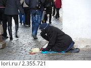 Купить «Москва. Нищая просит милостыню на Красной площади», эксклюзивное фото № 2355721, снято 19 февраля 2011 г. (c) lana1501 / Фотобанк Лори