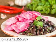 Лобио с квашеной капустой, грузинское блюдо. Стоковое фото, фотограф Давид Мзареулян / Фотобанк Лори