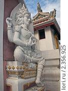 Таиланд, Бангкок. Буддийский храм (Wat Bowonniwet),  скульптура (2011 год). Стоковое фото, фотограф Валентина Качалова / Фотобанк Лори