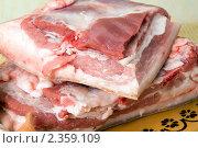 Купить «Куски свежего мяса на декоративной доске», фото № 2359109, снято 17 февраля 2011 г. (c) Владимир Фаевцов / Фотобанк Лори