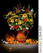 Купить «Натюрморт. Цветы и фрукты», фото № 2364097, снято 28 июня 2009 г. (c) Такшина Людмила Сергеевна / Фотобанк Лори