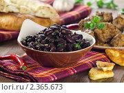 Купить «Лобио, жареный сулугуни и сациви», эксклюзивное фото № 2365673, снято 16 февраля 2011 г. (c) Лидия Рыженко / Фотобанк Лори